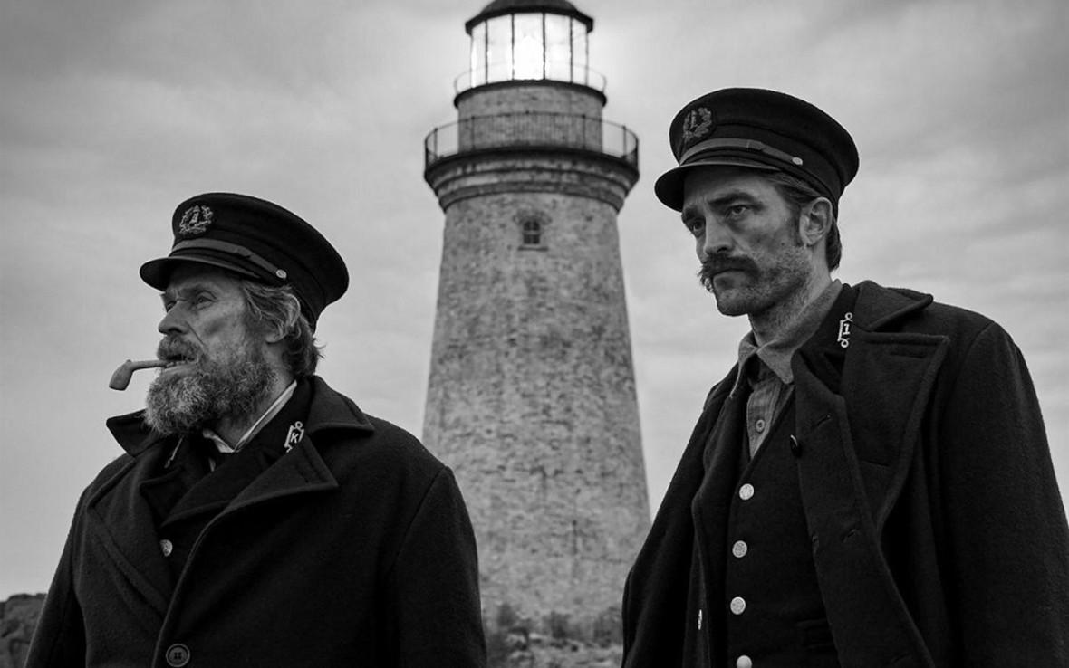 Falowanie i spadanie – recenzja filmu <em>The Lighthouse</em>