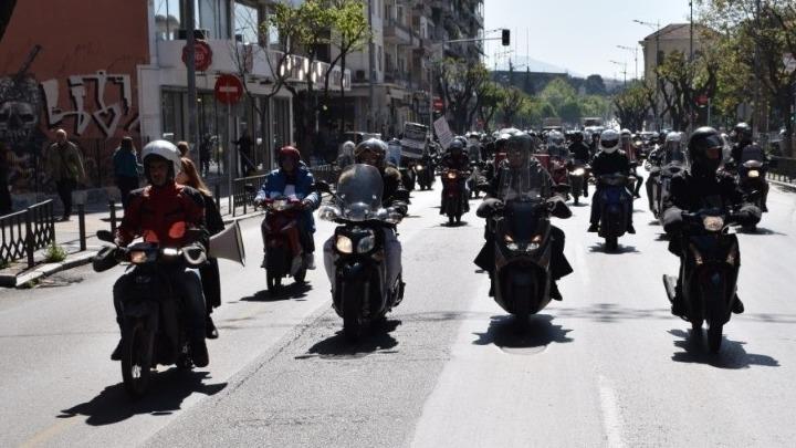 Όλοι οι οδηγοί αυτοκινήτου με δίπλωμα Β΄κατηγορίας μπορούν να οδηγούν μοτοσικλέτες μέχρι 125 κ. εκ.