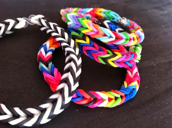 pulseiras de elástico colorido