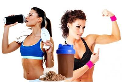 Los batidos de proteínas y las mujeres que hacen ejercicio
