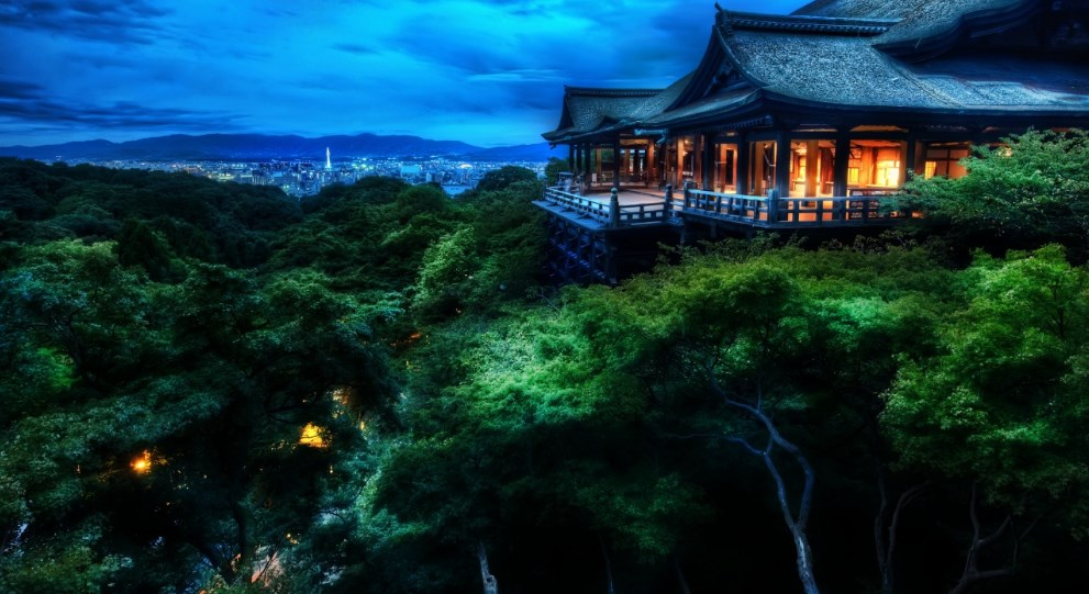 Background Pemandangan Malam Hari Rumah Kuno