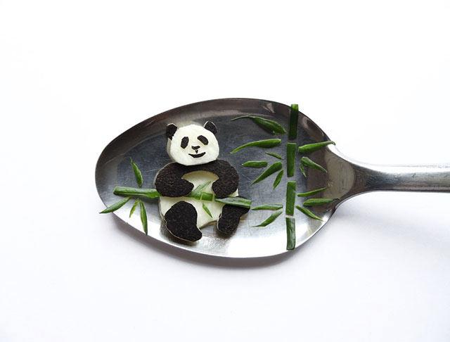 Arte culinario en miniatura inventado sobre cucharas por Ioana Vanc