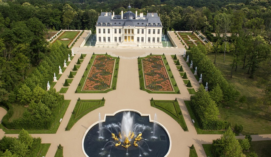 Passion for luxury ch teau louis xiv in louveciennes for Chateau louis 14 louveciennes