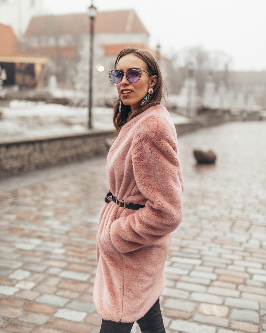 mango pink faux fur coat outfit