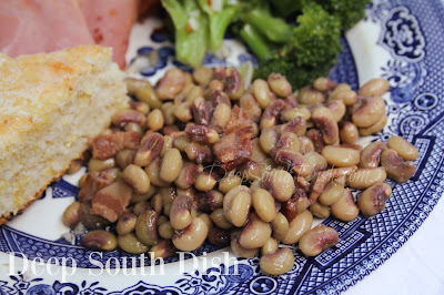 A basic recipe for fresh purple hull peas, simply seasoned with bacon, onion, garlic and salt and pepper.