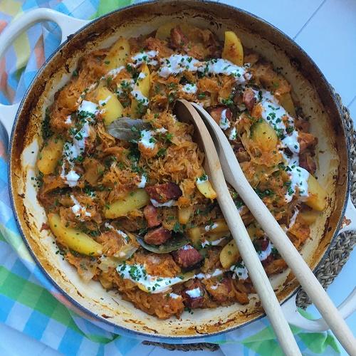 Sauerkraut-Kassler-Schmortopf mit Ananas und Kartoffeln