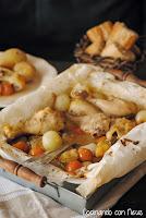 Muslitos de pollo con cebollitas y tomates cherrys al horno marinados con vino