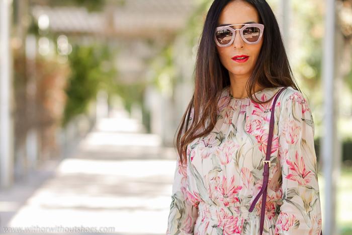 Influencer blogger de moda valenciana estilismo elegante y con clase con vestido romantico de seda