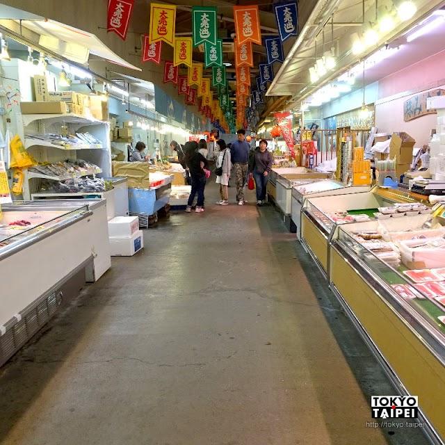 【清水魚市場河岸之市】海港邊吃新鮮海鮮 當地人也逛的魚市場