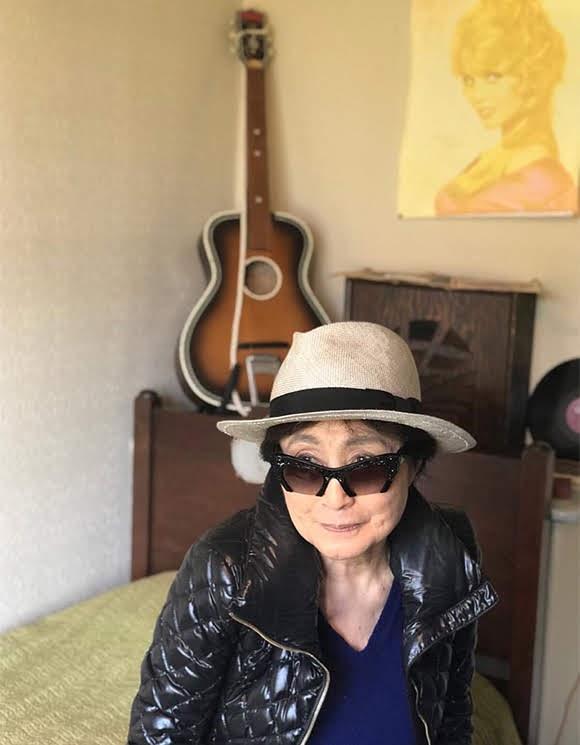 Yoko Ono visite deux maisons d'enfance de John Lennon