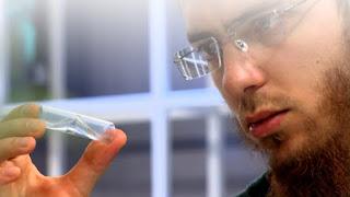 """المغربي يوسف العزوزي يظفر بجائزة """"أفضل مخترع عربي"""""""