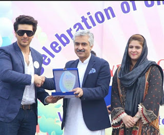 Ahsan Khan makes a sweet connection