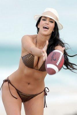 Denan Oyi Kim Kardashian No Clothes