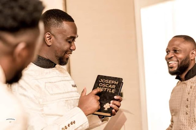 Joe Mettle receives a customized Bible as a wedding gift (photo)