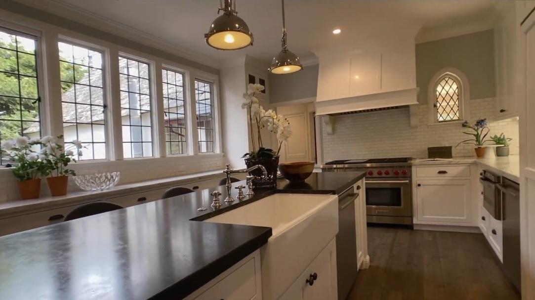 37 Interior Design Photos vs. 101 Robin Rd, Hillsborough, CA Luxury Mansion Tour