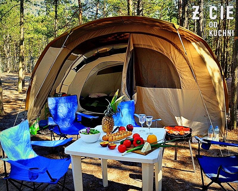 namiot, wakacje pod namiotem, biwak, grill, danie z grilla, stek z grilla, stek, stek bavette, salatka ze stekiem, zycie od kuchni