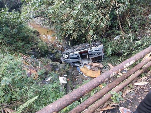 Mobil Berisi Tujuh Penumpang, Terjun ke Jurang di Mrebet
