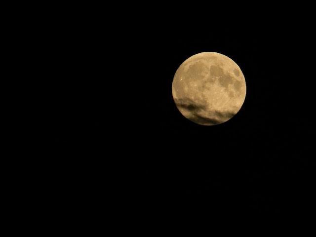 pełnia, satelita Ziemi, niebo, zachmurzenie