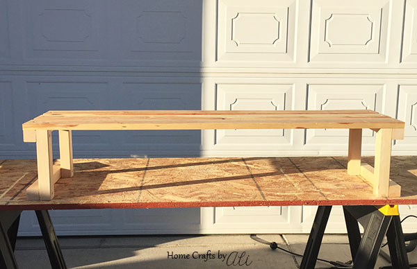 step by step tutorial with photos to build a shoe bench