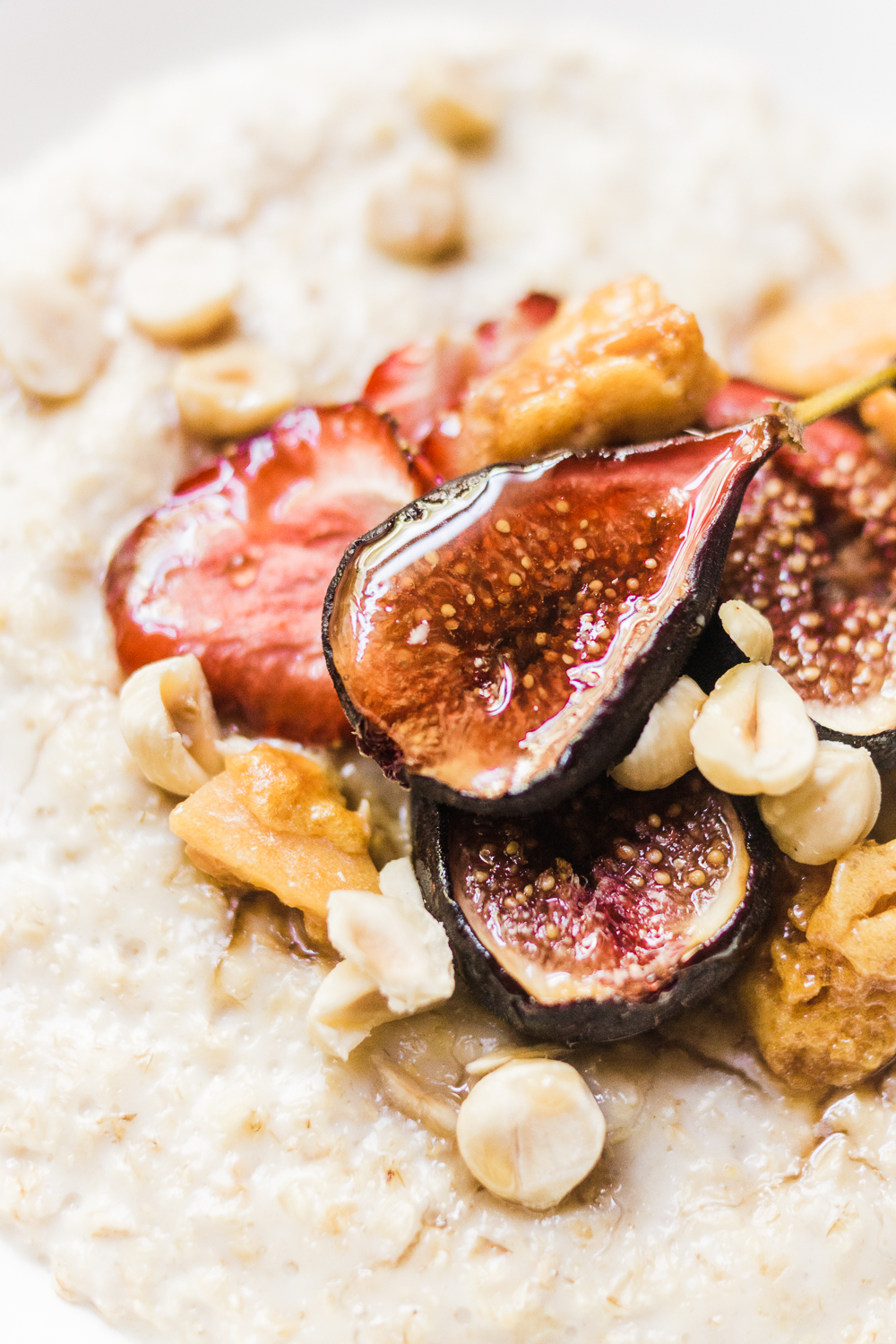 food-photography-fig-honeycomb-porridge-Barely-There-Beauty-blog