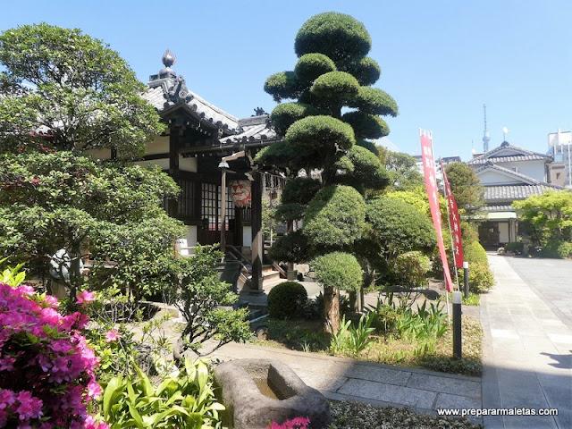 templos pequeños en Asakusa Tokio