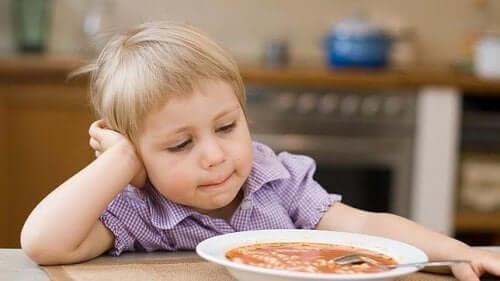 enfant-mange