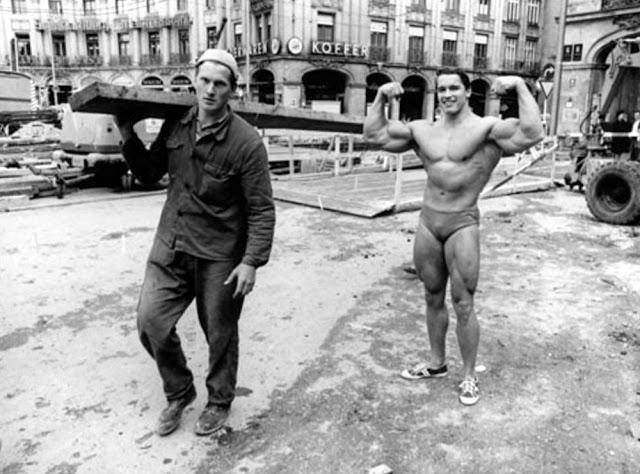 Fotografías de Arnold Schwarzenegger en bañador por la calle