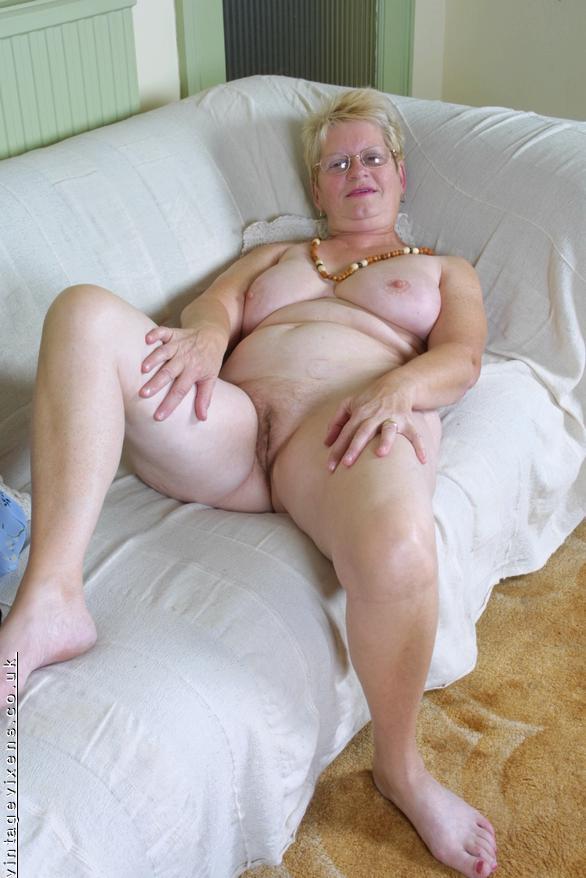 cute nude asian girl