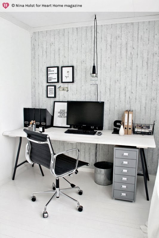 espacio de trabajo estilo escandinavo con silla eames