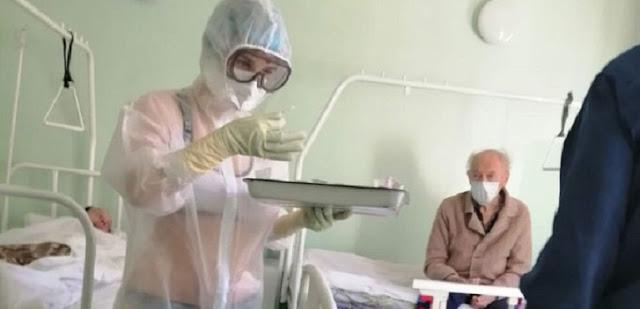Heboh Perawat Hanya Kenakan Bikini di Balik APD Transparan