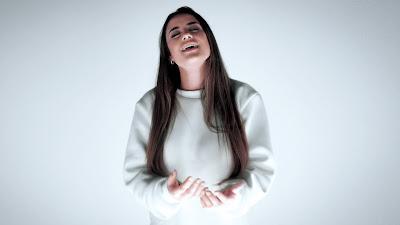 Isadora Pompeo fala sobre depressão em nova música
