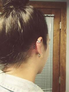tatuaje oreja rayas