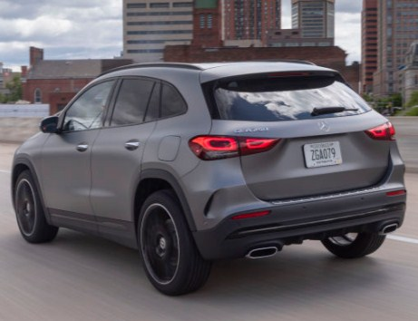mercedes-benz-gla-rear-exterior-taillights-and-exhust