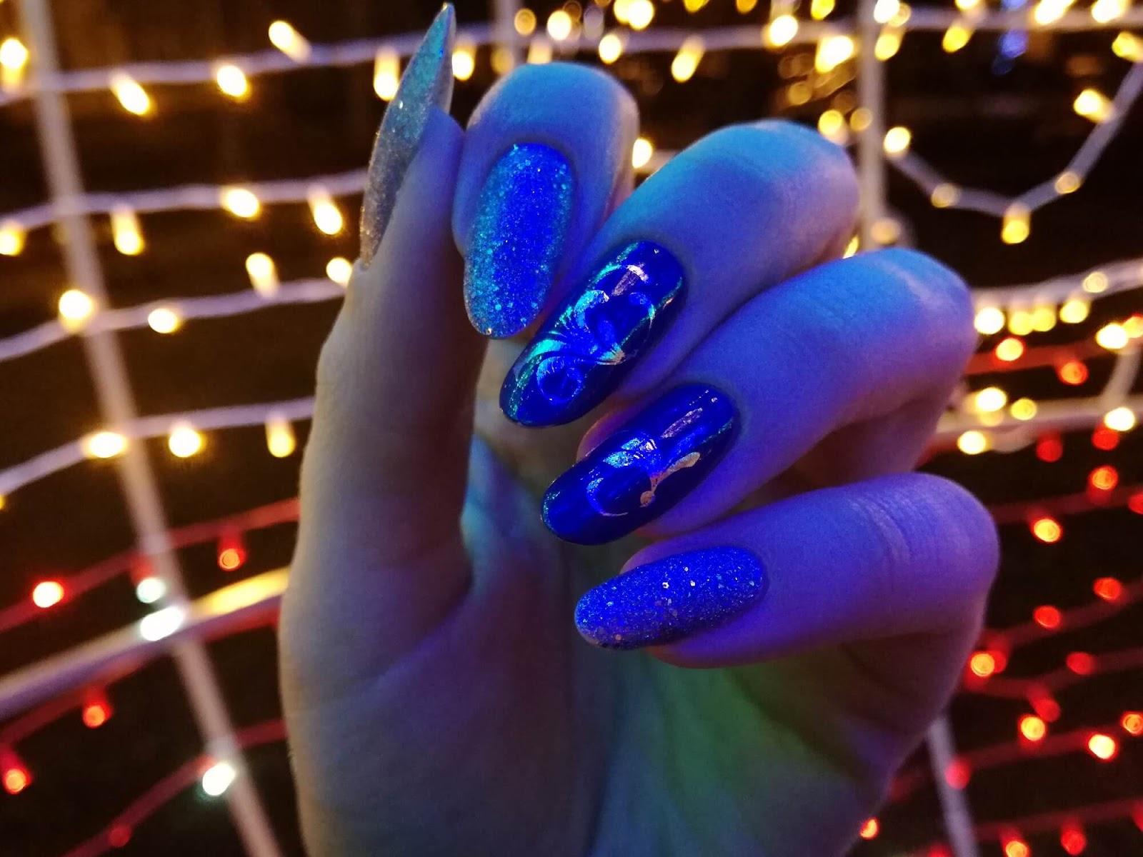 paznokcie w światełkach