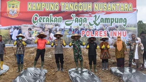 Dibantu PT. SSR Launching Kampung Tangguh Nusantara, Kapolres Inhu : Semoga Masyarakat Mampu Atasi Masalah Sendiri