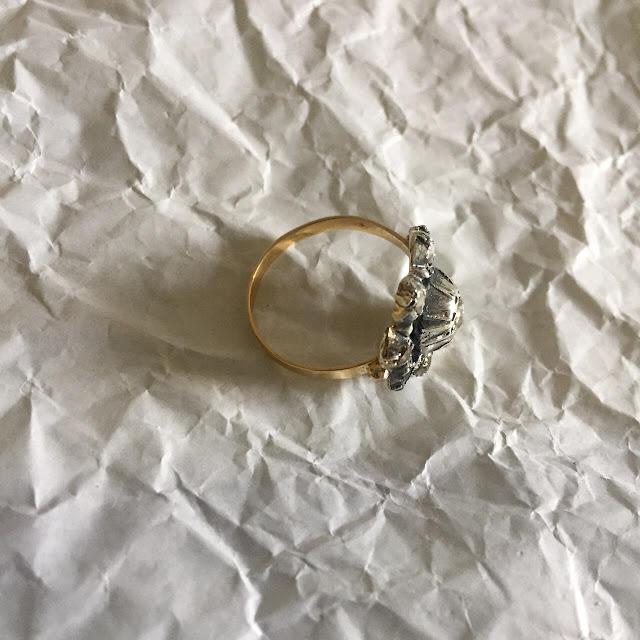 Anello oro giallo con toppa antica oro 9 carati e diamanti taglio rosetta