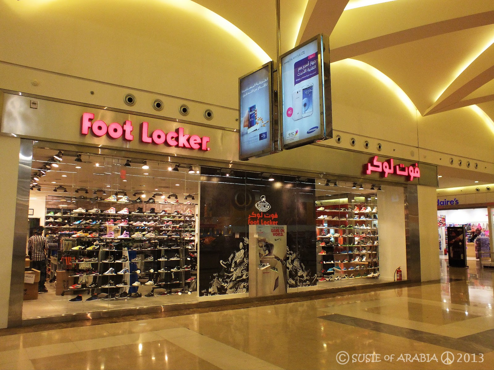jeddah daily photo jeddah foot locker in arabic. Black Bedroom Furniture Sets. Home Design Ideas