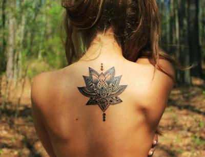 tatuajes para mujeres en la espalda arboles