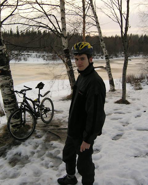 Саша у велосипеда