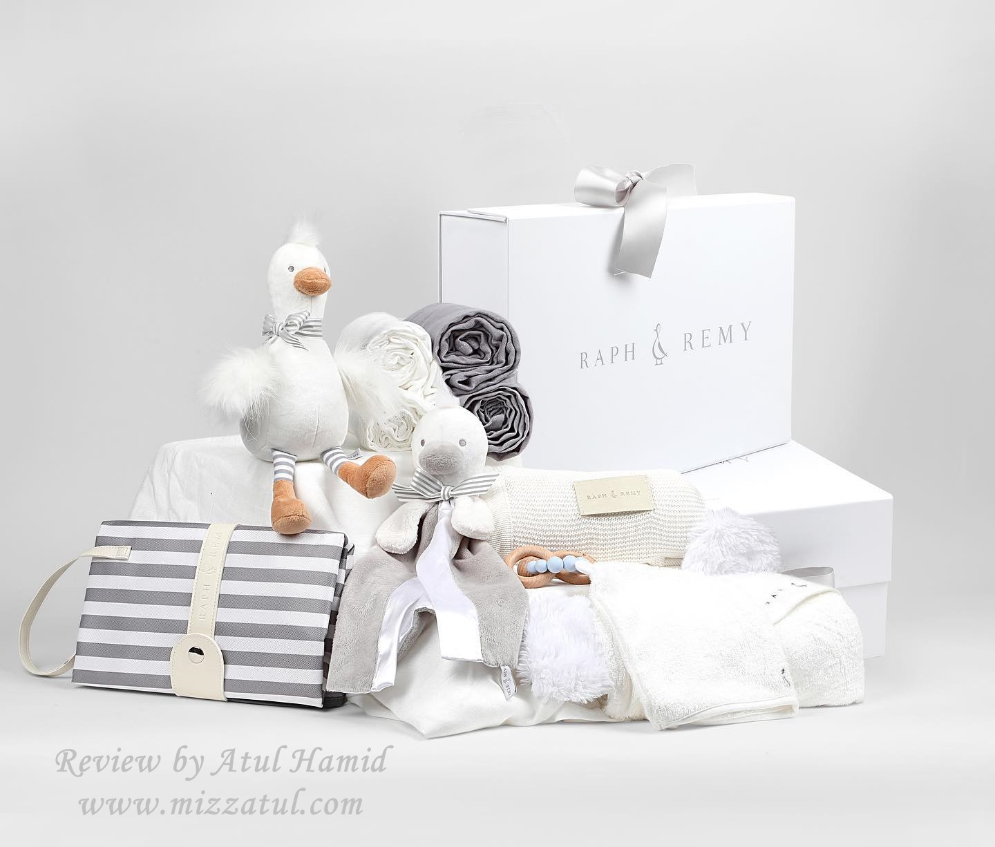 https://www.raphandremy.com/products/gifts-for-a-newborn-baby-shower?variant=31869730291801