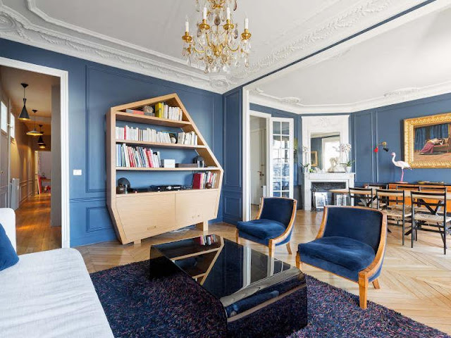 Picture of the living room with blue walls