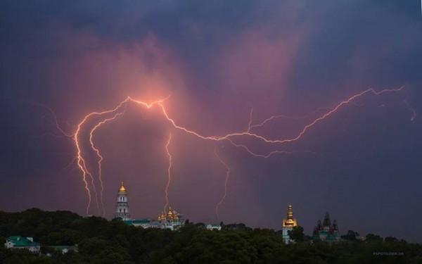 В Україні на вихідні оголосили штормове попередження