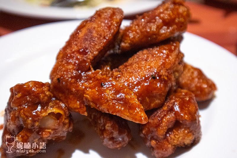 【遠百信義A13美食】Hooters Taipei 遠百信義店。翹臀辣妹熱舞餐廳