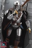 S.H. Figuarts The Mandalorian (Beskar Armor) 34
