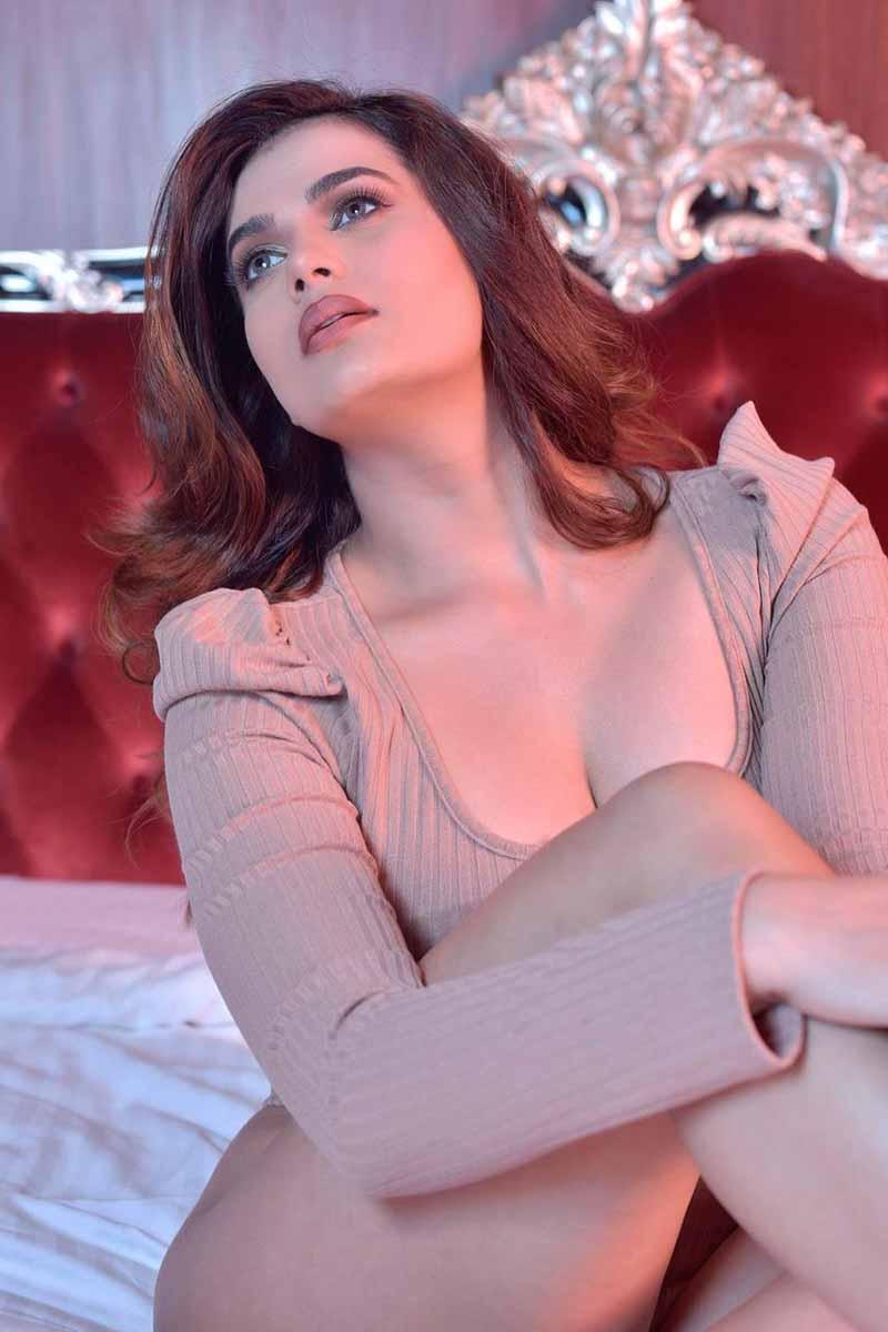 Actress Anupama Agnihotri Latest Hot Cleavage Photoshoot Pics