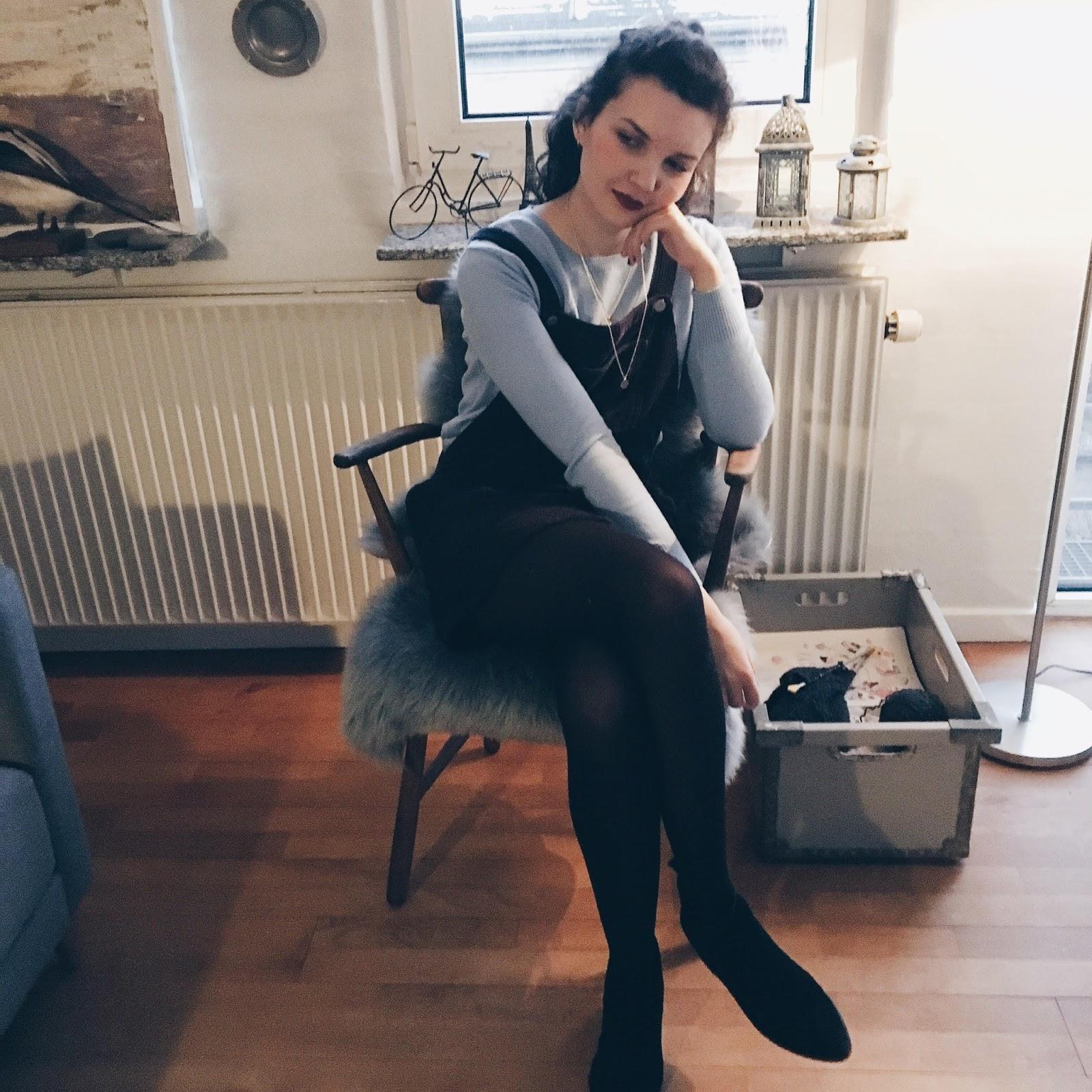 brooklyn is burning, blue jumper, pinafore dress, topshop dress, pinafore topshop, fashion blogger, personal style blogger