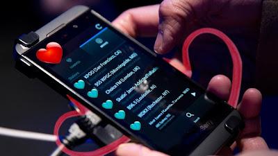 (CNNMéxico) — Hace cuatro años, cuando asumió la presidencia de Estados Unidos, Barack Obama se negó a abandonar su BlackBerry para seguir comunicándose directamente con sus amigos y seguidores. Era el tiempo en que Lady Gaga usaba ese smartphone para enviar los primeros tuits a sus 2 millones de seguidores, ahora tiene casi 34. No había duda, era el rey de los teléfonos inteligentes y había dejado atrás expectativas sobre otros dispositivos como las Palm o el fallido Simon Personal Communicator. INFOGRAFÍA: BlackBerry Z10, Galaxy IIIS o iPhone 5 ¿Qué smartphone me compro? A casi 15 años de que Research