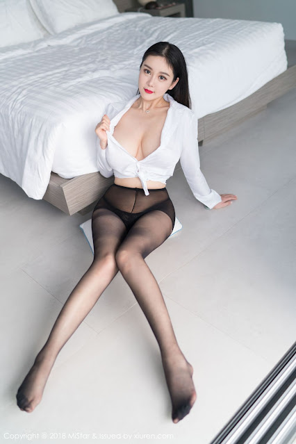 Hot and sexy big boobs photos of beautiful busty asian hottie chick Chinese booty model Yi Yang photo highlights on Pinays Finest sexy nude photo collection site