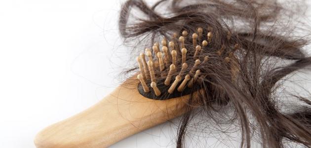 جميع أسباب تساقط الشعر عند الرجال والنساء احذر منها