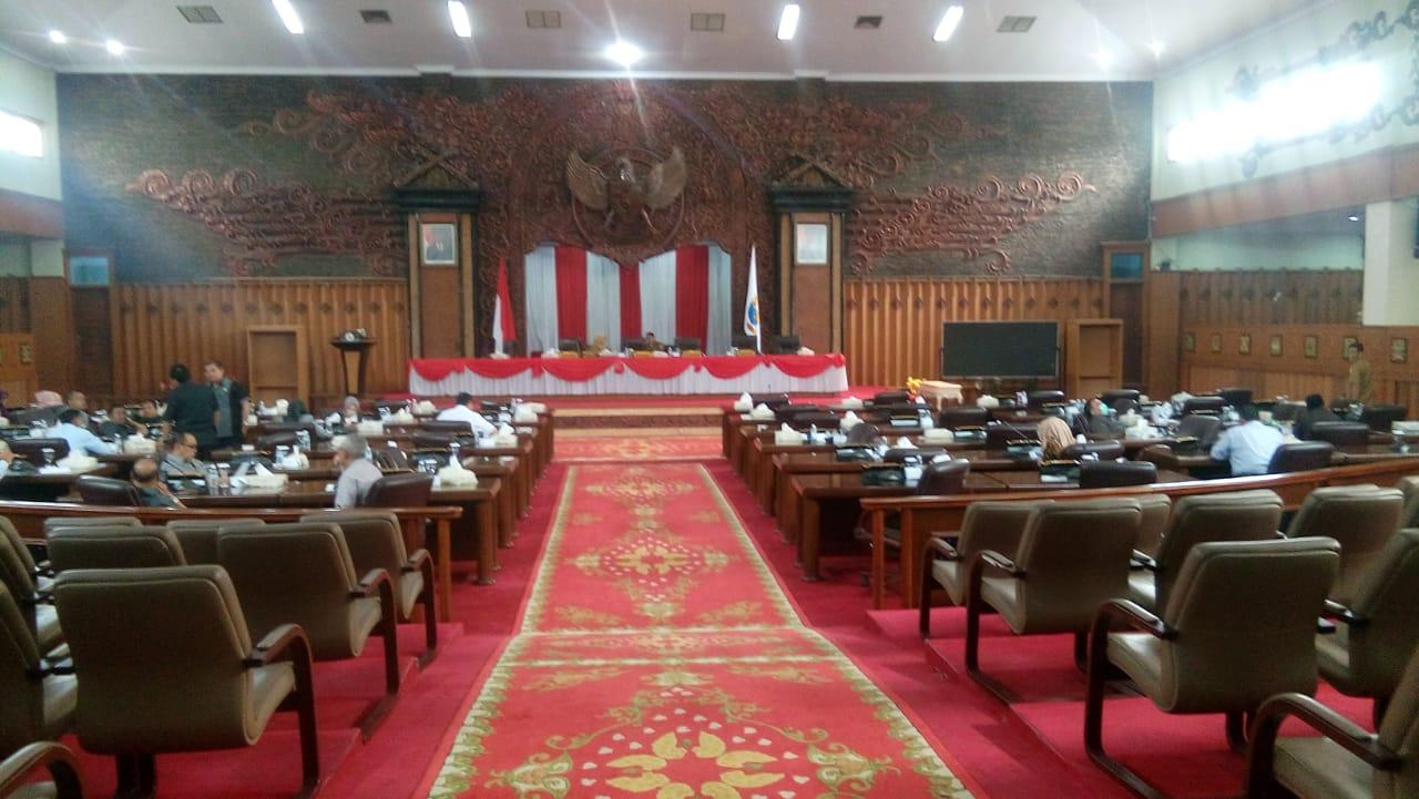 Breaking News! Anggota Fraksi PDIP merajuk, sidang paripurna Alat Kelengkapan Dewan (AKD) belum juga dimulai